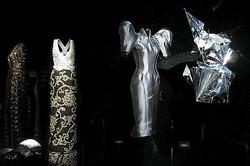 アルマーニ銀座「エキセントリック展」51着のドレスと200点のアクセサリー公開