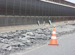 道路工事中に女性の身の危険を作業員が救う(画像はイメージです)
