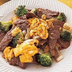 夕飯レシピ】元旦におすすめ!食卓が華やぐ炒めもの「牛肉と