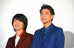 劇中で高校生漫画家コンビを演じた神木隆之介と佐藤健