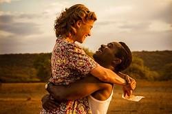周囲の反対を押し切って結婚した二人 - 映画『ア・ユナイテッド・キングダム(原題)』より
