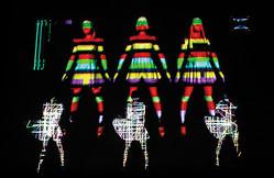パフュームのPV衣装や装置を展示する「ライゾマティクス」展開催