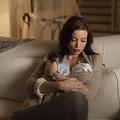 「目のやり場に困る」 公共の場で授乳する母親めぐりネット上で議論