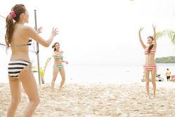 DVDの中ではビキニ姿でビーチバレーに挑戦