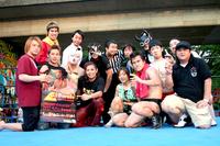 イベント後は西口プロレスのメンバーと一緒にリング上で記念撮影
