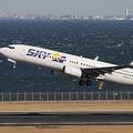 スカイマークは現在、ボーイング737型を27機を運航しているが、機材リース料の支払いが課題(坪田敦史撮影)。