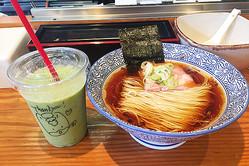 群馬食べログNo.1「らーめん芝浜」はスムージーも頼める!汁なし麺、つけ麺、ラーメンの3品がコースで楽しめる「小麦三昧」も最高!