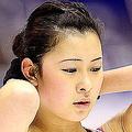 フィギュアスケートの全日本フィギュアスケート選手権。  同大会は、来年3月カナダで開催される世界選手権の切符をかけた戦いにも。女子は22日のショートプログラムから争われる。  写真は、前日の公式練習にのぞむ、村上佳菜子。  (撮影:フォート・キシモト)  [2012年12月21日、真駒内セキスイハイムアイスアリーナ/北海道]