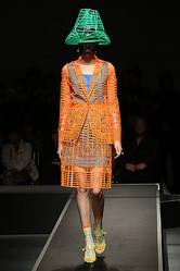 「服の骨」をカタチに アンリアレイジ20作目のコレクション発表