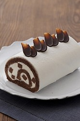 「キハチの生チョコロール」(写真)は、2011年に引き続いての登場となる