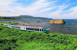 """おすすめのローカル列車1位は、楽天トラベルが""""旅行好き""""対象に調査。"""