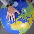 正確な地図が存在しない理由 球体を平面にする際の「ゆがみ」が関係