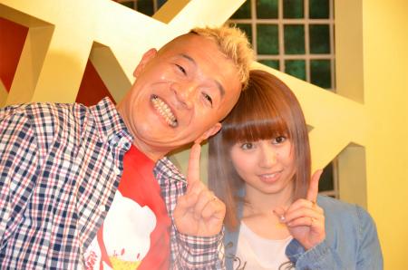 AKB48小林香菜とウド鈴木が小肥羊で火鍋に舌鼓=新番組発表会