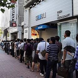 『ドラゴンクエストX』ついに発売へ! 早朝の渋谷に冒険者たちが長蛇の列