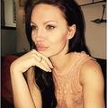 アンジェリーナ・ジョリーに瓜二つの34歳女性(出典:https://www.thesun.co.uk)