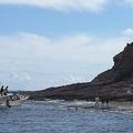 尖閣諸島の魚釣島に日本人が上陸した瞬間の写真