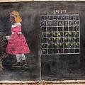 100年前に落書きされた黒板が発見 当時の授業を垣間みられる内容