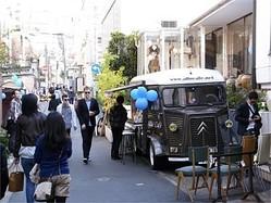 青山通りと表参道をつなぐ裏通り「青参道」でアートフェア 約40店舗が参加