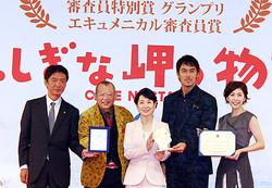 (左から)成島出監督、笑福亭鶴瓶、吉永小百合、阿部寛、竹内結子
