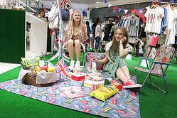 キャス・キッドソンから新ファッションラインがデビュー 1周年オモハラで販売