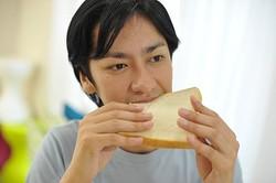 よく噛むことはダイエットのみならずともアンチエイジングにも効果があった?