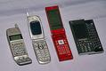 各キャリアから発売された様々な種類の携帯電話
