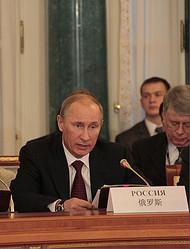 ロシアのプーチン大統領は26日、南部の都市ソチで開かれた軍備計画の実施状況に関する会議で、「ロシアは他国と軍拡競争をするつもりはないが、いかなる国もロシアの核兵器と宇宙防衛兵器の能力を侮るべきではない」と表明した。中国国際放送局が報じた。