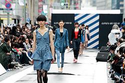 初開催「銀座ランウェイ」テーマはデニム 米倉涼子や枝野大臣がモデル出演