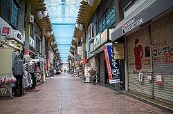 商店街はシャッターが下りた店ばかりに...(画像は、イメージ)