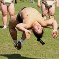 日本相撲協会の公式Twitterが衝撃写真を公開 力士がバク転