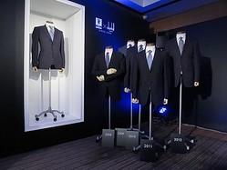 サムライブルー10年分の公式スーツ 銀座ダンヒルで1日限定展示