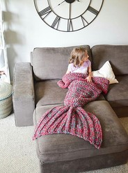"""""""人魚になれる""""毛布に大反響、下半身すっぽりと覆う大きな尾びれ型。"""