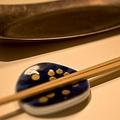 あちゃー!使うと恥ずかしい箸の使い方10選「そら箸:一度取って戻す」「渡し箸:箸をテーブルに置く」