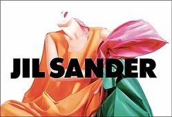 JIL SANDERがチャリティースカーフ発売 ラフの直筆サインカード付き