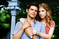逆行する時間が交差するのはただ一瞬。同じ愛を分かち合った結婚式だけ! 切ない! - 映画『ラスト5イヤーズ』より  - (c) 2013 The Last 5 Years The Motion Picture LLC