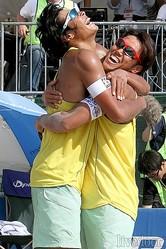 悲願の初優勝を遂げた長谷川徳海(左)と井上真弥(右)。昨シーズンは2位5回。精神的な脆さもあったが、成長を遂げた結果を開幕戦にみせた (撮影:野原誠治)
