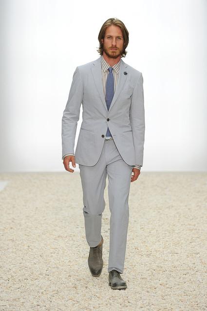エルメネジルド ゼニア『2012年春夏コレクション』は軽やかなシルクにフォーカス
