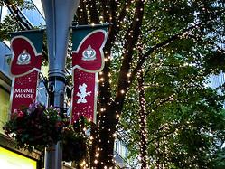丸の内仲通りでイルミネーション点灯 ディズニーと共同で一足早いクリスマス