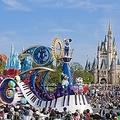 プリンセスやジャングルの仲間たちなど、約50種ものキャラクターが登場する「ジュビレーション」。夢があふれるショーを楽しみまくって!/(C)Disney (C)Disney/Pixar