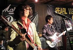 東日本大震災から1年。各地で追悼イベントが行われた中、東京のLive Bar X.Y.Z.→Aは「震災1年後チャリティーマラソンライブ」を開催。20組以上の音楽人が約8時間に渡ってライブを開催した。写真はトリをつとめたThe Paisleys。