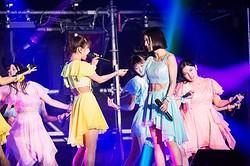 中央右が松岡茉優  - (C) 『その「おこだわり」、私にもくれよ!!』製作委員会