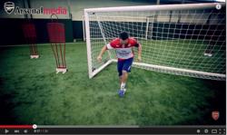 アーセナルのスペイン代表選手がなんでもリフティングする動画が人気