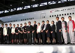 青山商事が企業制服に参入  JAL新制服を受注