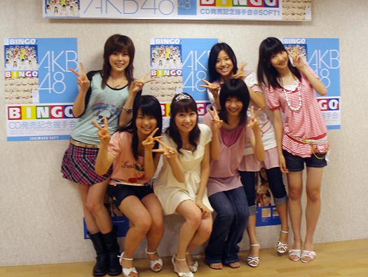 握手会に参加したAKB48メンバー