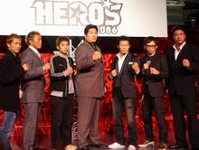 会見に出席した前田スーパーバイザーと6選手
