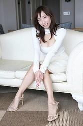 美人でスタイルも良く、なおかつ知的。キャイ〜ン天野くんの奥さま、荒井千里さんは、女子アナファンの間で有名人でした