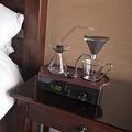 """""""コーヒーメーカー付き""""目覚まし時計で、朝一番にできたての1杯を"""