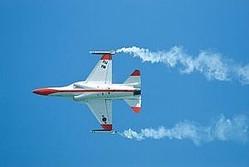 中国メディアの観察者網はこのほど、韓国が開発中の「KFX」戦闘機が、国際的に売れるとは思えないと主張する論説を掲載した。(イメージ写真提供:(C)Thor Jorgen Udvang/123RF.COM。デモ飛行するT−50)