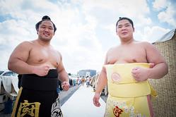 アクロバット相撲で注目の小兵力士、宮城野部屋・石浦(左)と木瀬部屋・宇良(右)