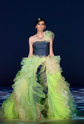 デニムのウエディング提案 マウジーとリエンダが京都でドレスショー